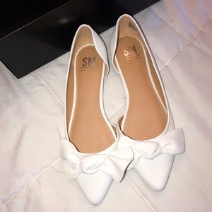 NIB White Flats with bow